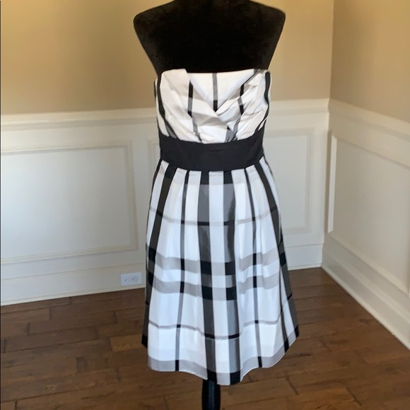 White House Black Market Dresses & Skirts - WHBM Strapless Plaid Patterned Dress NWOT